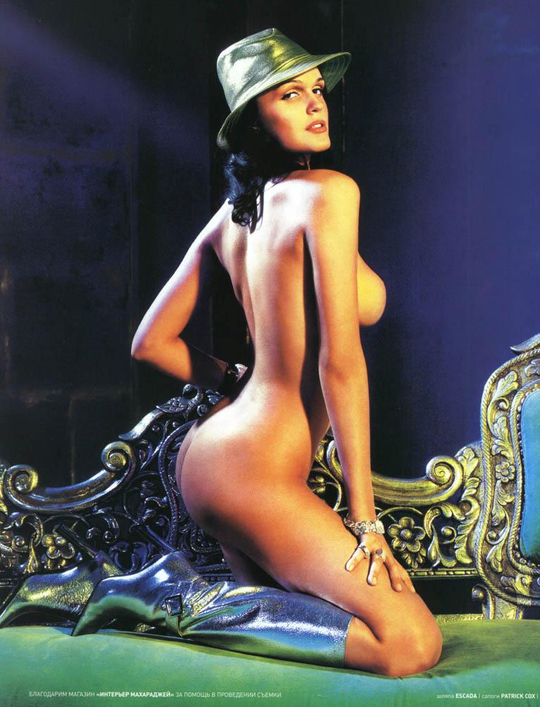 bryunetka-pokazivaet-seks